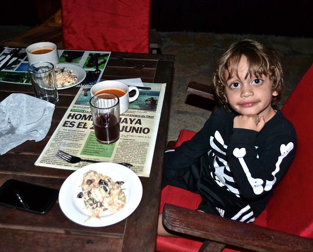 dinner time at gringo perdido, el remate guatemala