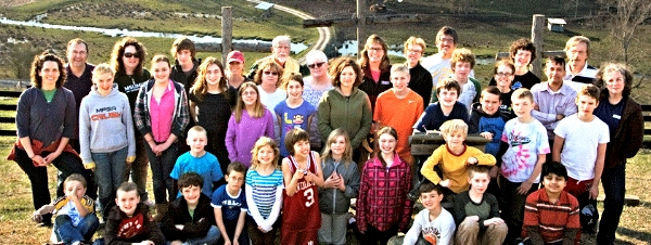 group photo of mission trip attendees
