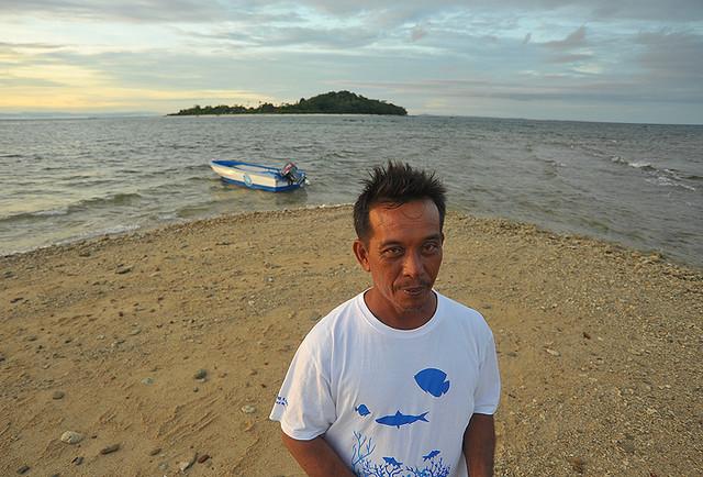Abg Zul - individu yang bertanggungjawab dalam usaha memelihara & menjaga Pusat Penetasan Penyu sekitar Taman Laut Labuan.