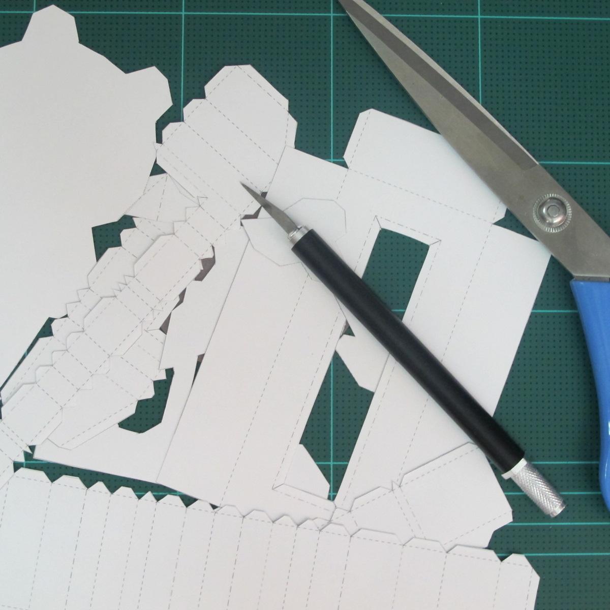 วิธีทำโมเดลกระดาษ ตุ้กตาไลน์ หมีบราวน์ ถือพลั่ว (Line Brown Bear With Shovel Papercraft Model -「シャベル」と「ブラウン」) 002