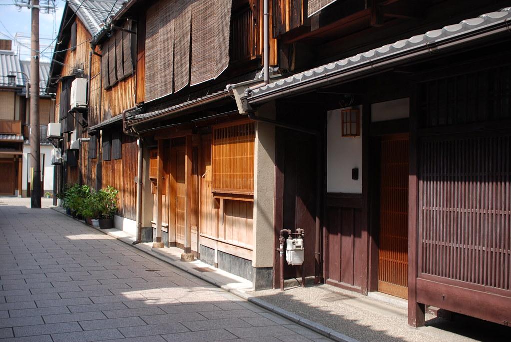 京都祇園「キヌ美粧院」前の路地