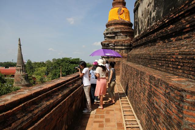 On the top level of Wat Yai Chai Mongkon (วัดใหญ่่ชัยมงคล)