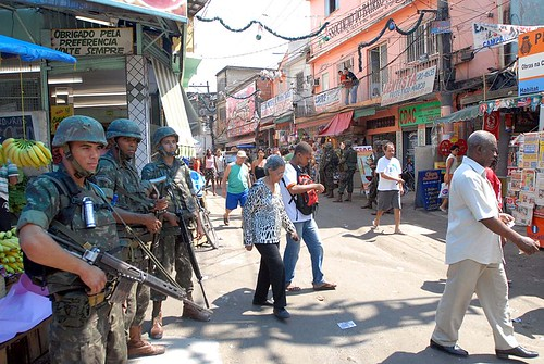 Troops stand guard during a 2008 election (by: Agencia Brasil, creative commons)
