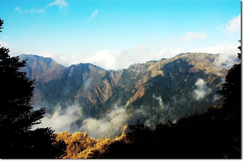 干卓萬斷崖(卓社十八岩峰北望) 2