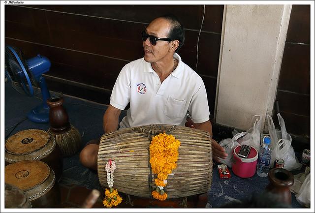 JMF233450 - Teatro tradicional tailandés - músico - Bangkok - Tailándia
