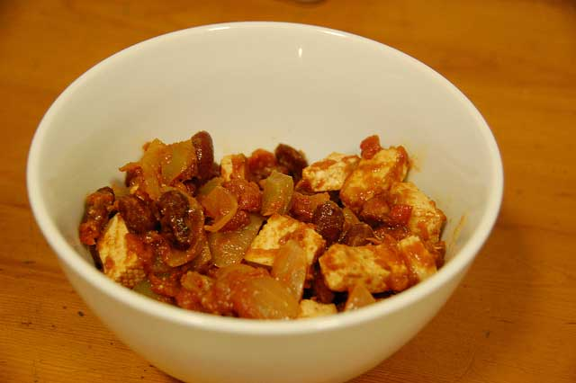 Vegetarian chilli recipe made with tofu, pepper, kidney beans and tomatoes served in a bowl
