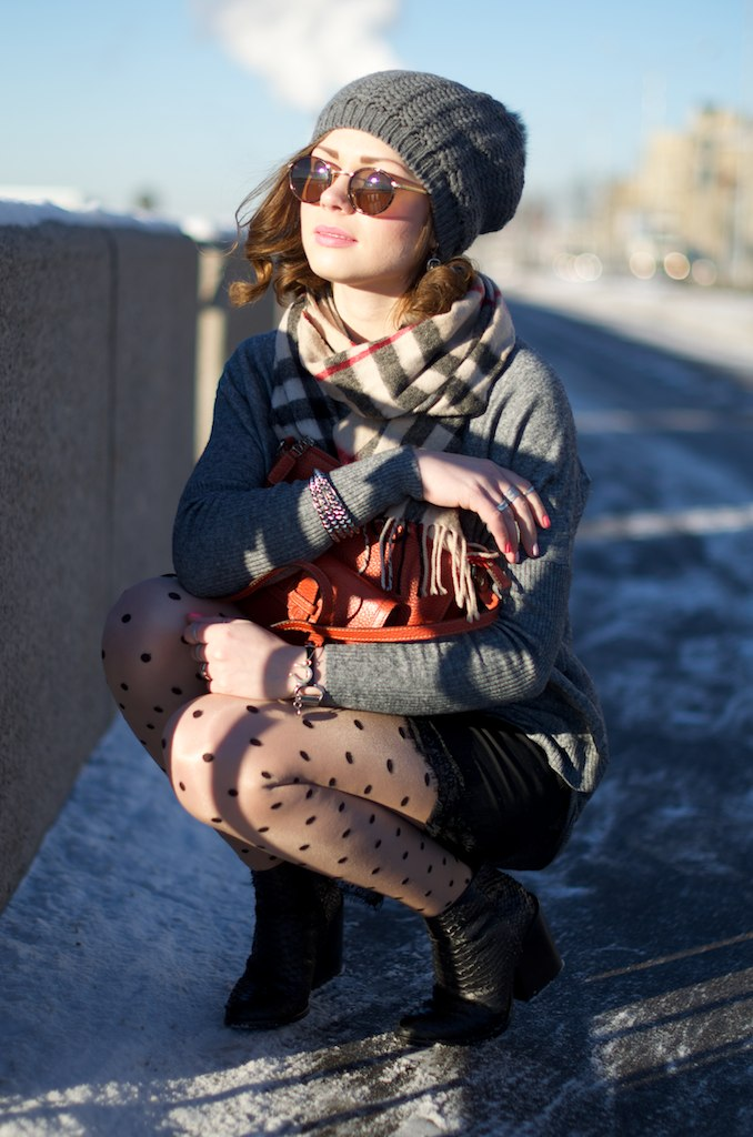 LIP_lifeinpolkadotcom_lifeinpolka_aksinia_aksinias_photoshoot_polka_dot_streetstyle_sun_and_snow_21