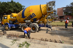 aircraft(0.0), aviation(0.0), airplane(0.0), vehicle(1.0), concrete mixer(1.0),