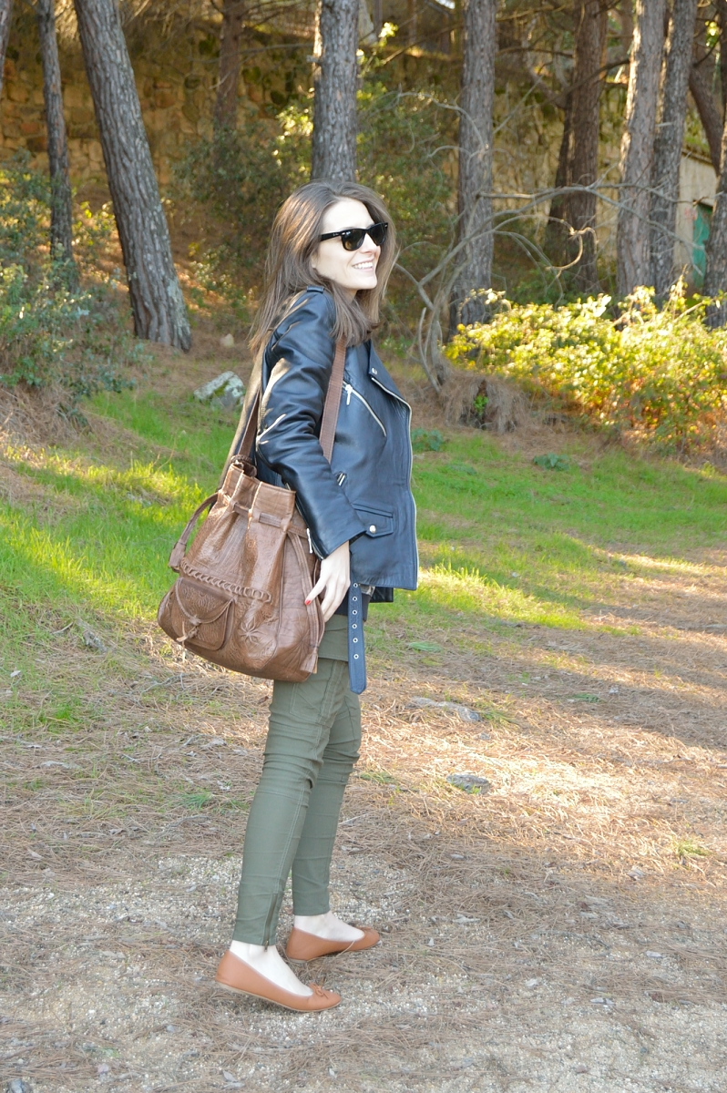 lara-vazquez-madlula-blog-fashion-streetstyle-leather-jacket-brown-accessories