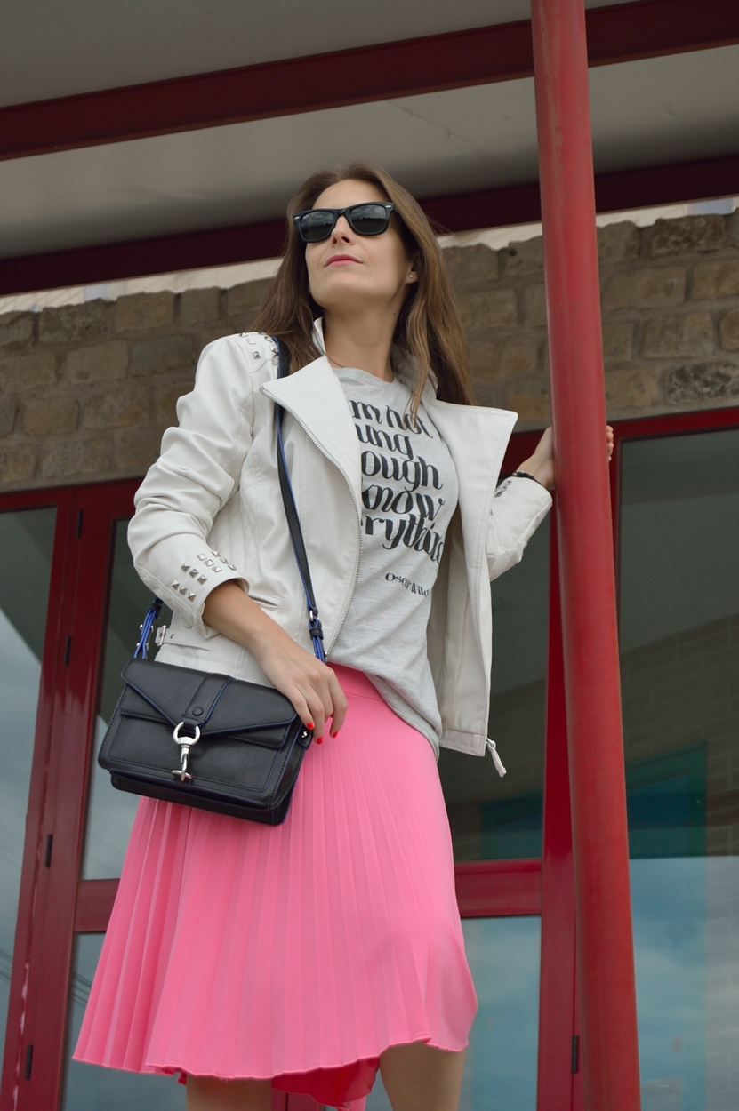 lara-vazquez-madlula-blog-midi-pop-of-pink-style-chic-lady-punk