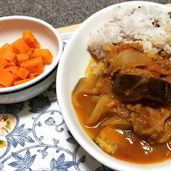 "1st time making jinsuke mizuno's eggplant black curry & carrot achaar♡made a couple of mistakes while making this so it didn't turn out as ""black"" but I like the taste of everything☆ #jinsukemizuno #curry #achaar #eggplant #carrot #dinner #水野仁輔 #カレー #アチャー"