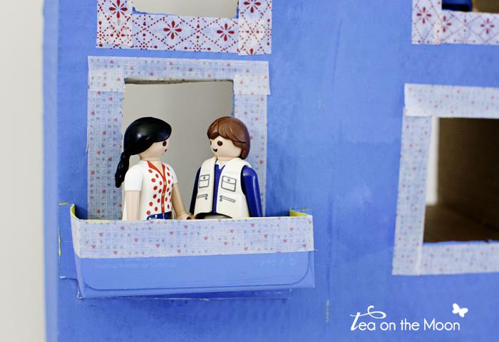 Casa con caja de cartón playmobil