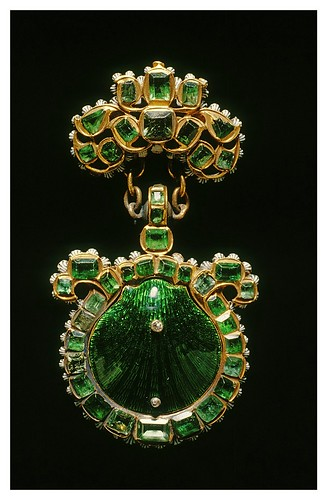 002-Insignia de la Orden de Santiago de Compostela-The Walters Art Museum