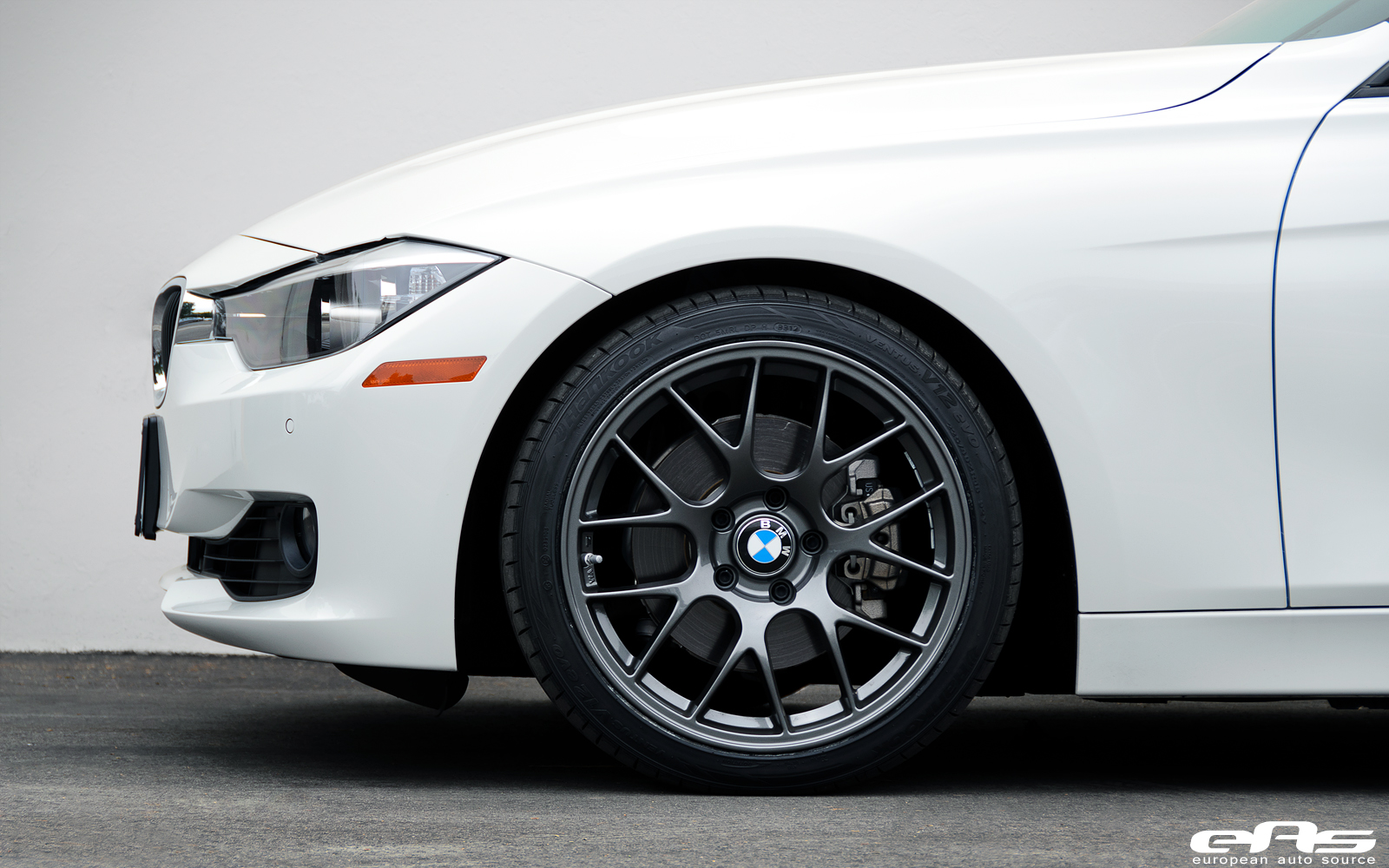 Alpine White F30 328i on APEX EC-7 Wheels