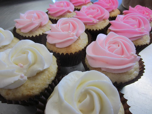 Vanilla cupcakes - pink ombre