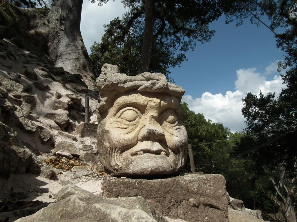 18. Rostro pétreo en las ruinas de Copán. Autor, Valerie Hukalo