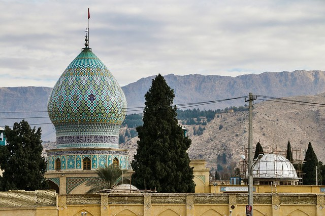 Decorative onion dome of Emamzade-ye 'Ali Ebn-e Hamze, Shiraz シラーズ、アリー・エブネ・ハムゼ廟の玉ネギドーム