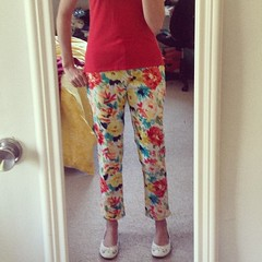 5/29 #mmmay14 Floral pants!! Simplicity 1696, fit is almost 100%. Absolutely love these, ready to rock them in the city today.