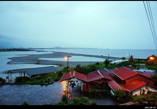 「住海邊」民宿早上 5 點晨景。