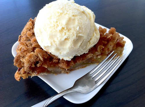 Dutch Apple Pie with Ice Cream