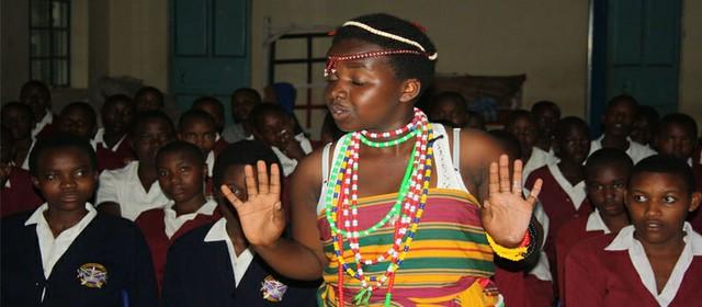 Bweranyangi中學遺產保存社團中學生演練傳統舞蹈,圖片來源CCFU