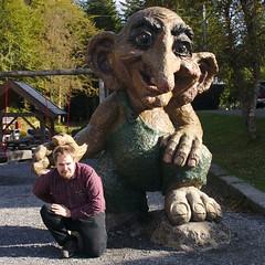 Darac being squashed by a troll
