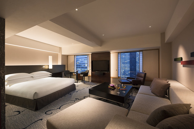 Ex_JrSuite_King_Night - Photo courtesy of Hilton Tokyo