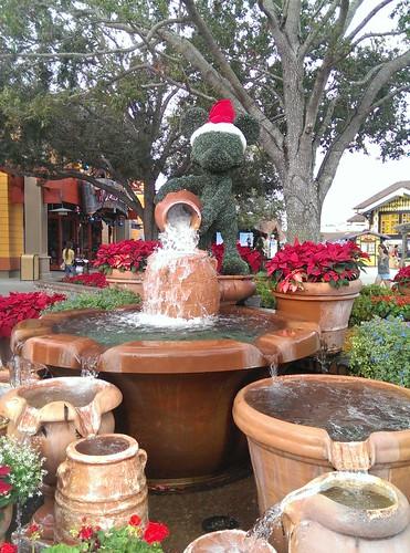 Florida - Downtown Disney Mickey Topiary