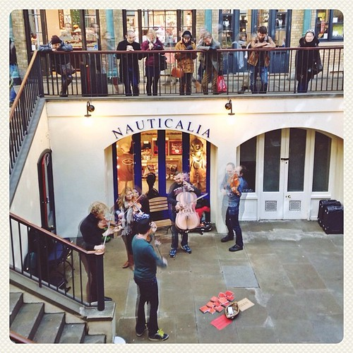 Street artist performance at Covent Garden. #pinoditaUK