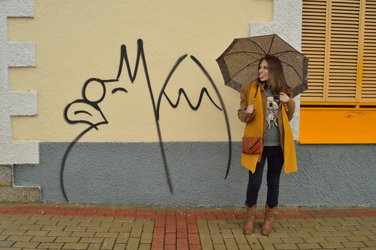 lara-vazquez-madlula-graffiti-winter-look-yellow-brown