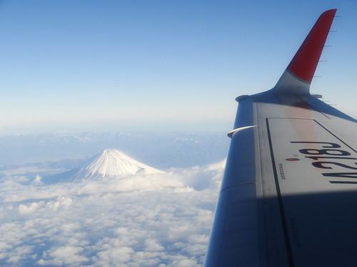雲海から見える富士山