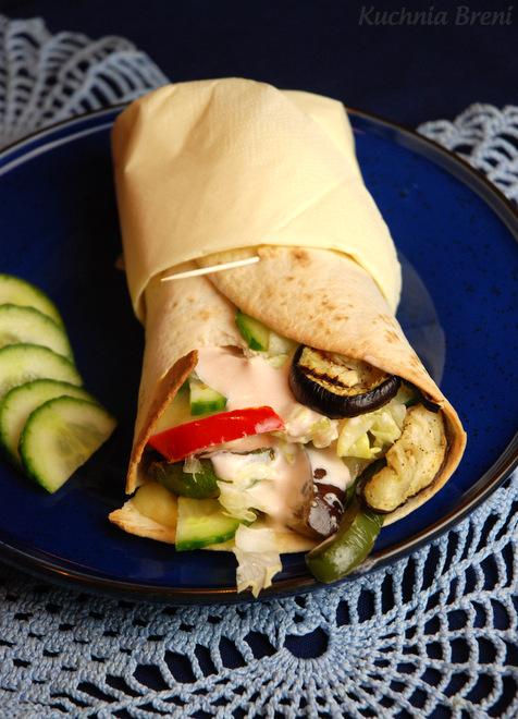 Tortilla z duszonymi warzywami i serem kozim