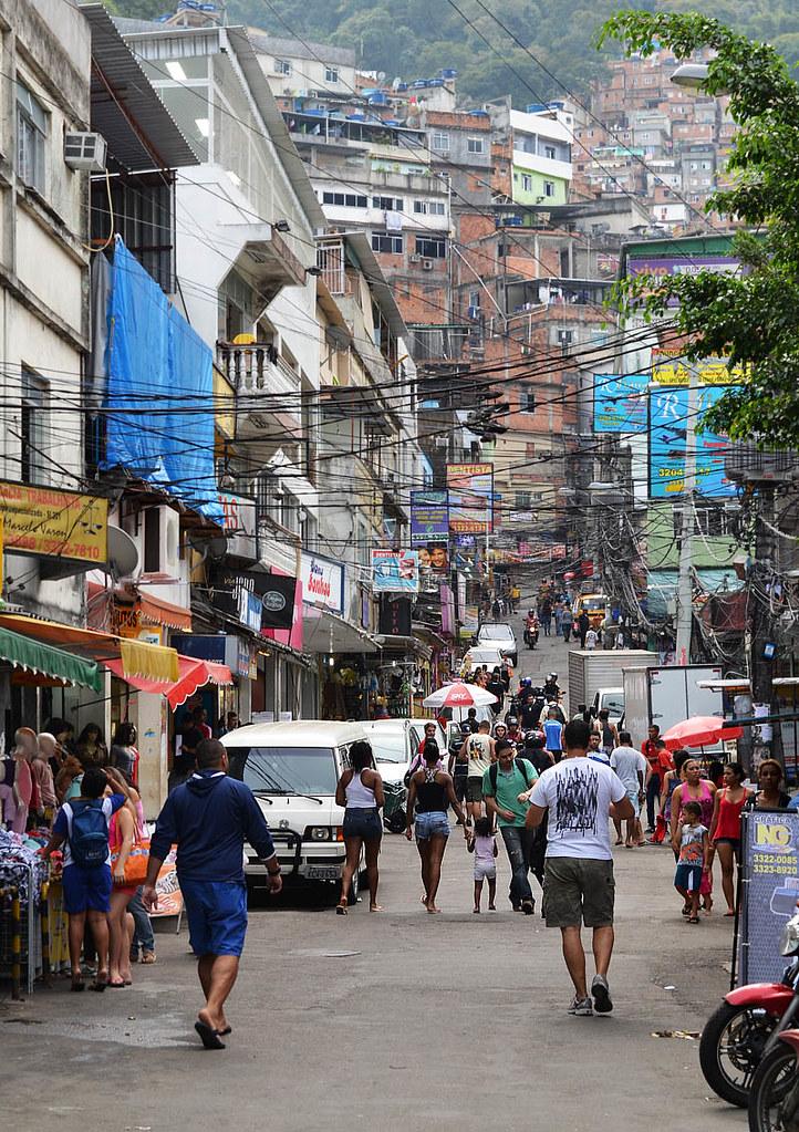 Una de las calles principales de Rocinha