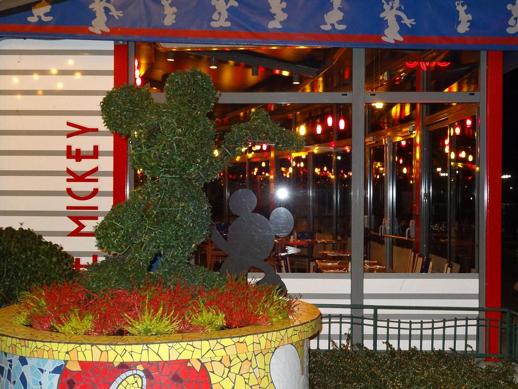 Un séjour pour la Noël à Disneyland et au Royaume d'Arendelle.... - Page 2 13608122584_272a045087_b
