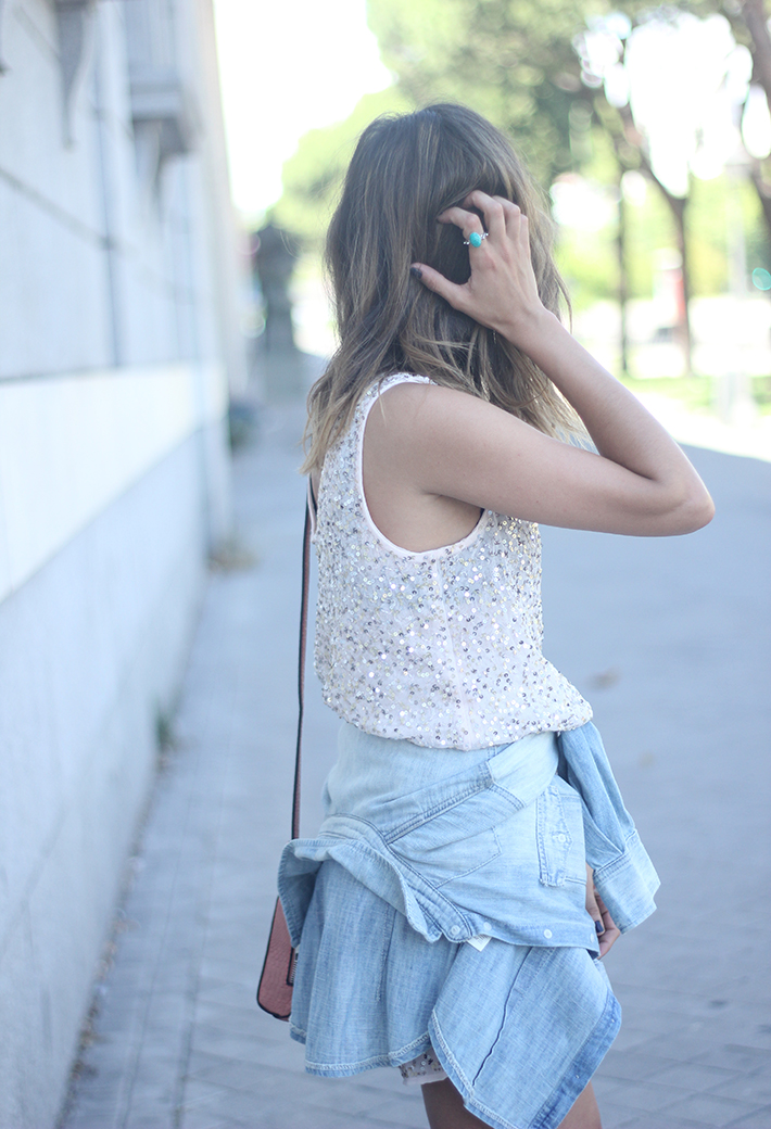 shorts and top with sequins summer outfits15