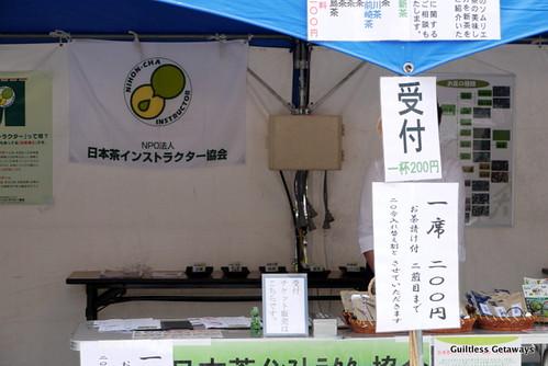 sapporo-lilac-festival-odori-park-making-tea.jpg