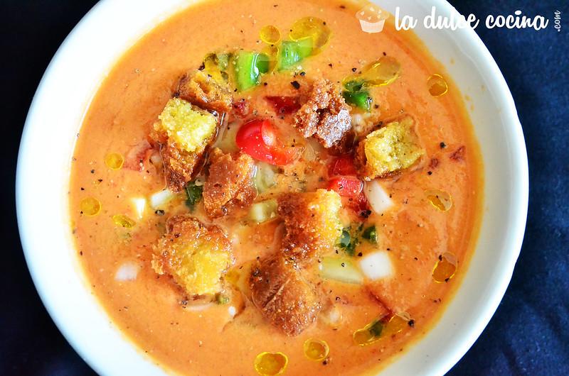 Resultado y degustación del plato de gazpacho andaluz