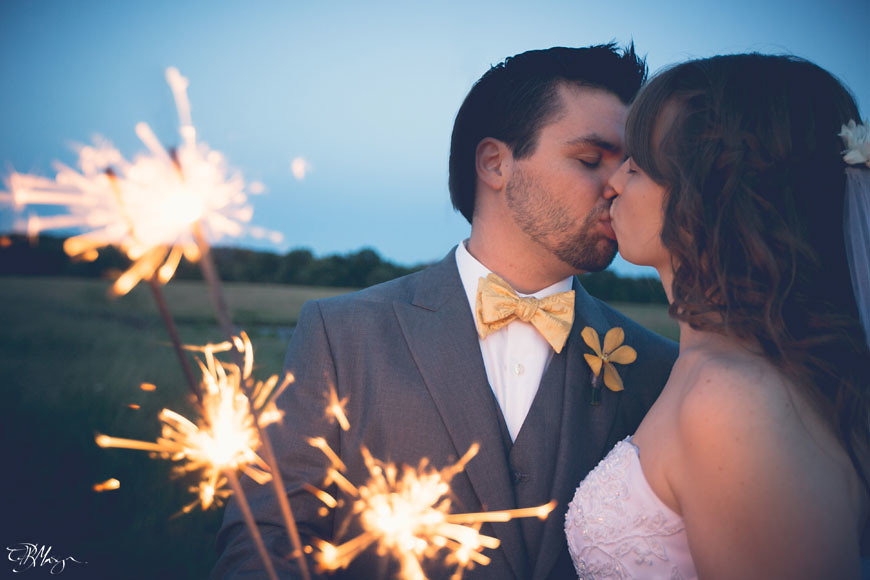 Bride_Groom_Kiss_Sparklers