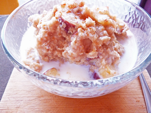 Raspberry Bloom: Apple Pie Oatmeal