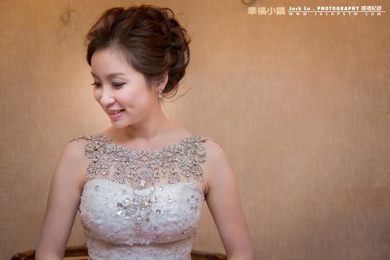 新娘pose:腋下空開一點,手臂馬上顯瘦,臉輕微轉側