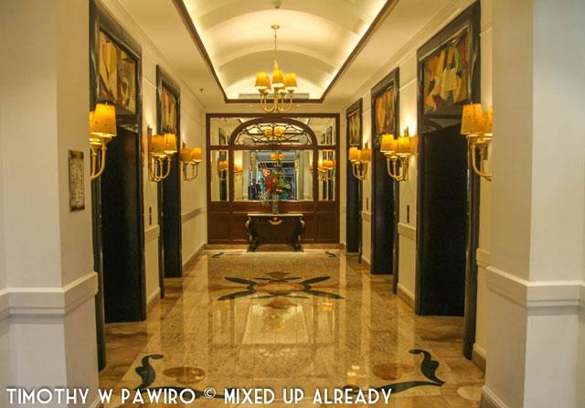 Philippines - Manila - Dusit Thani - The elevators (web)