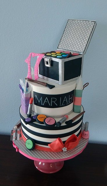 Make Up Cake for Fashionista by Divine Cakes