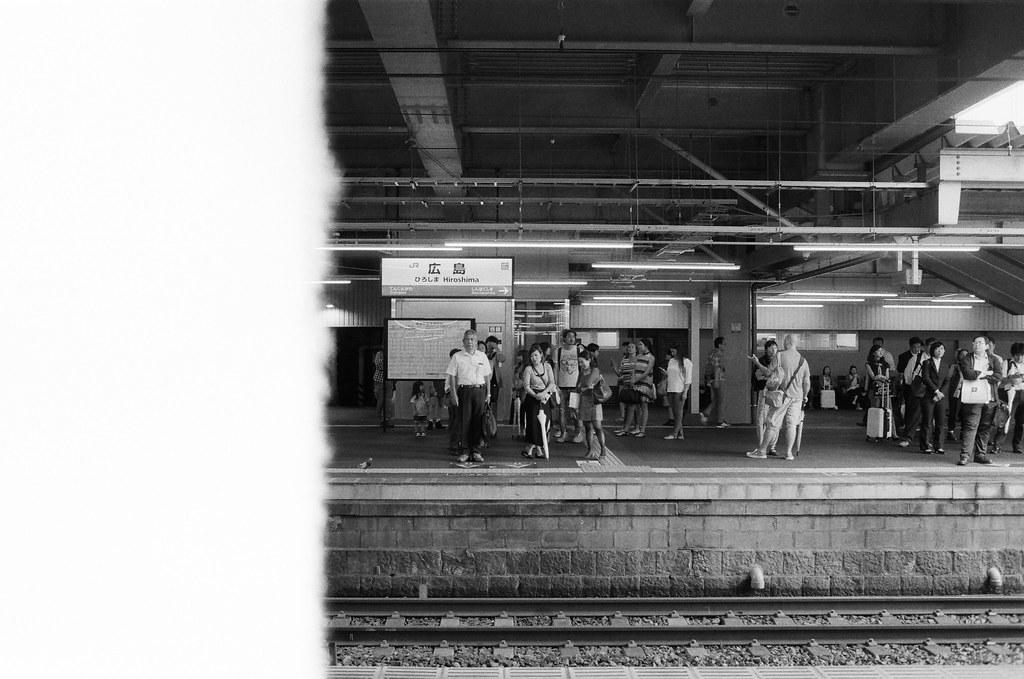 廣島 Hiroshima, Japan / Ultrafine Extreme / Nikon FM2 從廣島前往吳,雖然是黑白的影像,但在我的印象中,廣島是紅色的!  Nikon FM2 Nikon AI AF Nikkor 35mm F/2D Ultrafine Extreme 400 6679-0001 2016-09-26 Photo by Toomore