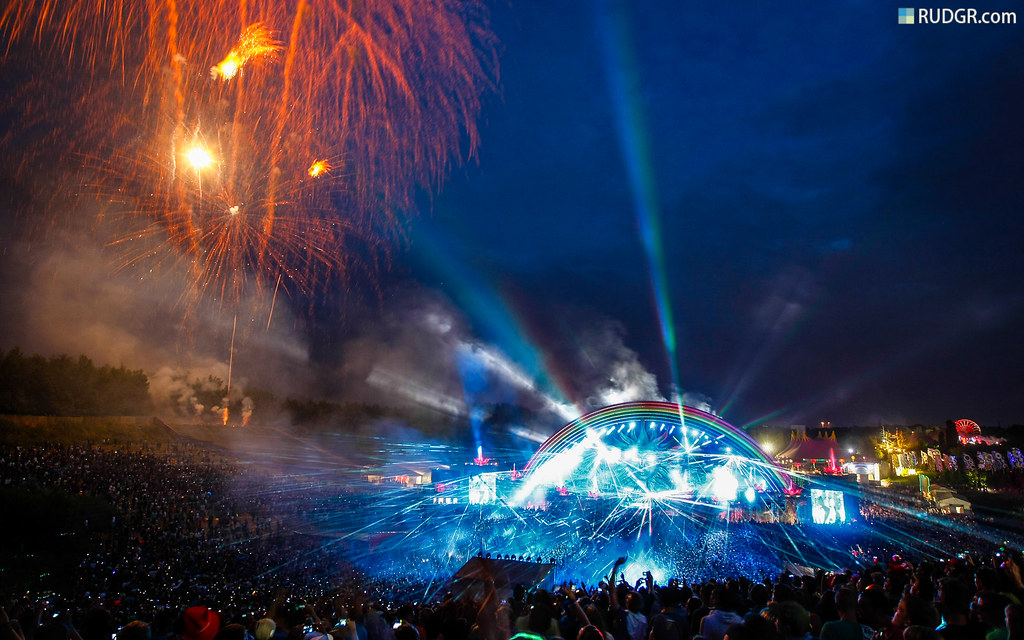 Tomorrowland 2010 Wallpaper (16:10)