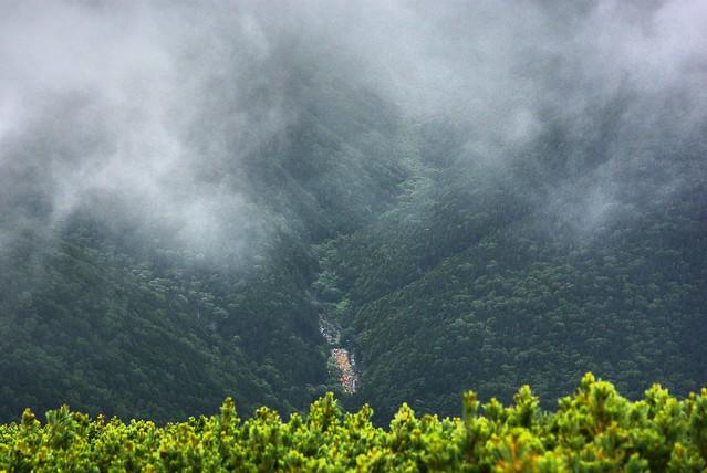 仙丈ヶ岳への途中からテント場を見下ろす