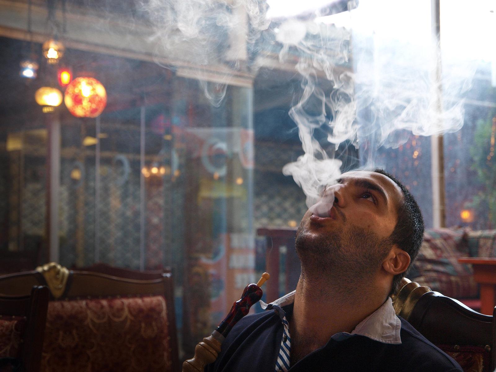 Portraits d'Istanbul - le fumeur de narguile