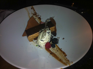 Tableta de chocolate con helado casero de oreo