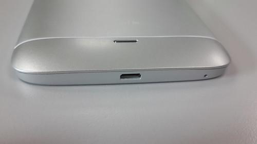 i-mobile IQ9.1 ด้านล่าง