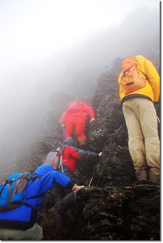 烏達佩西稜裸岩峭壁