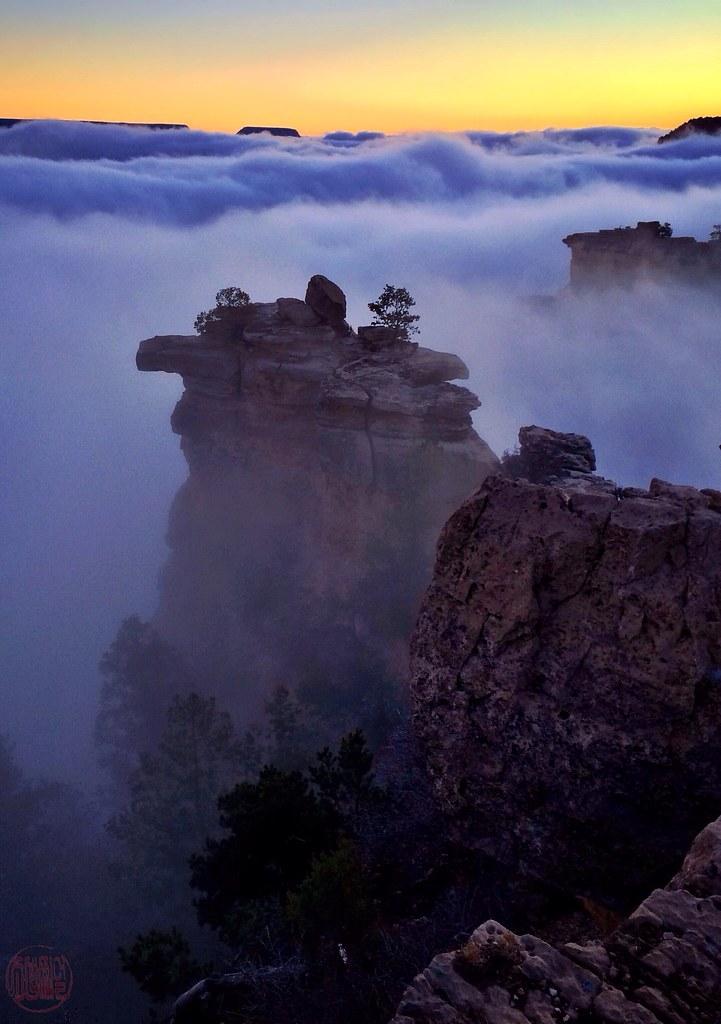 Dawn on the South Rim, over a sea of fog...Mer de brouillard à l'aube
